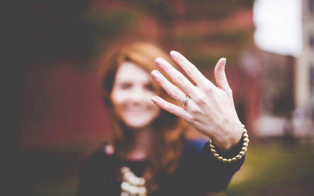8 diferencias entre el anillo de compromiso y las alianzas