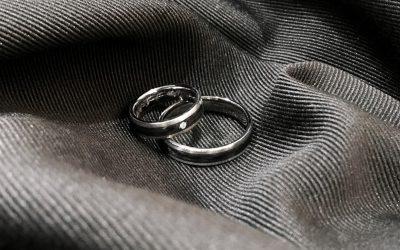 La última tendencia en anillos de boda: las alianzas de carbono