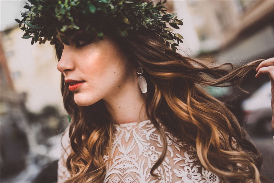 Pendientes para novia con color