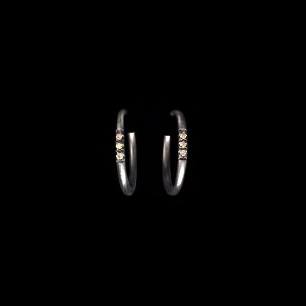 Pendientes Mitte de plata negra y diamantes brown Midi