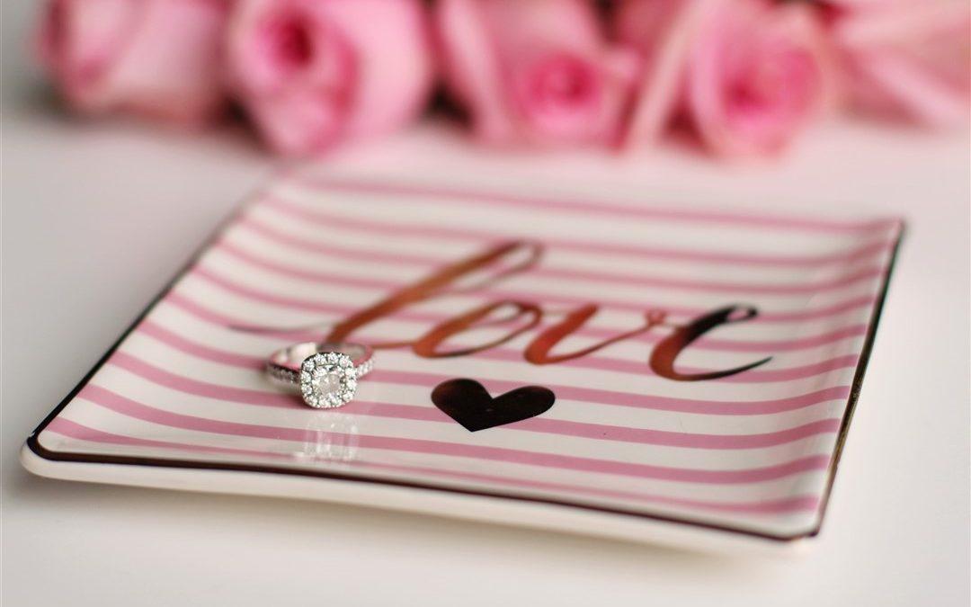 7 claves para elegir el anillo de compromiso perfecto