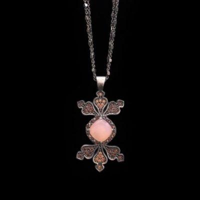 Colgante Enigma de plata y cuarzo rosa Rombo