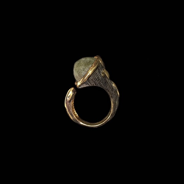 Anillo Gemstones de plata negra y dorada y esmeralda Chatham