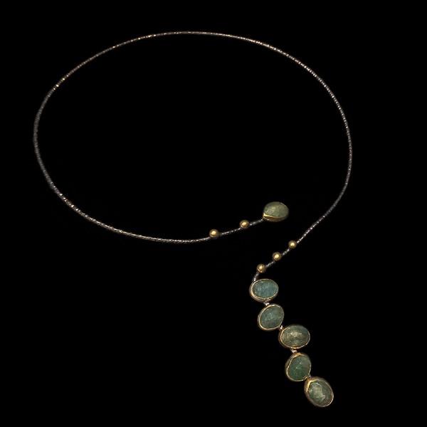 Gargantilla Gemstones de plata negra y dorada y esmeraldas Chatham