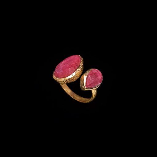 Anillo Gemstones de plata dorada y cuarzos rubí