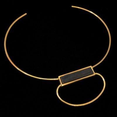 Gargantilla Marai de plata dorada y ébano Nyeri