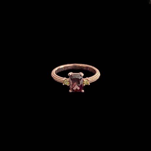 Anillo Havana de plata rosa, turmalina y peridotos
