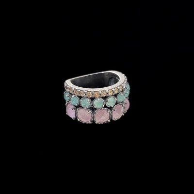 Anillo Enigma de plata, cuarzo rosa y calcedonia Cluedo